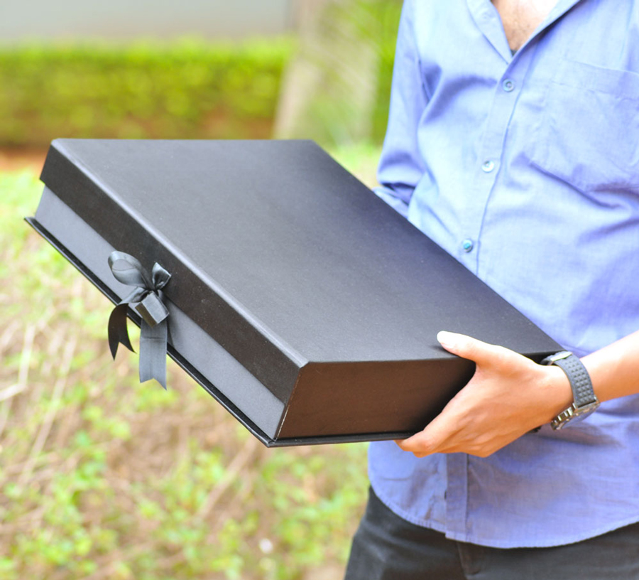 black-wide-gift-box1